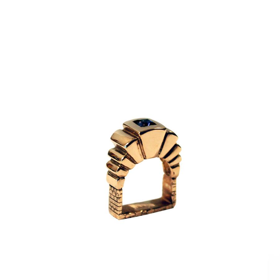 copia-di-dettaglio-anello-portale-oro-tormalina-blu