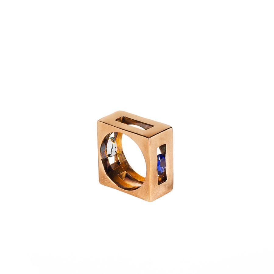 q-bo-bo-anello-dettaglio-oro-tormalina-blu